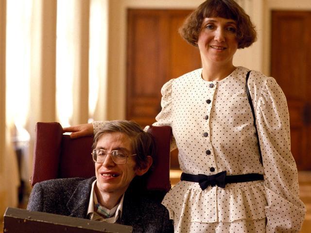 Chuyện tình của thiên tài Stephen Hawking với người vợ đầu tiên: Khi tình yêu vượt qua cả cái chết