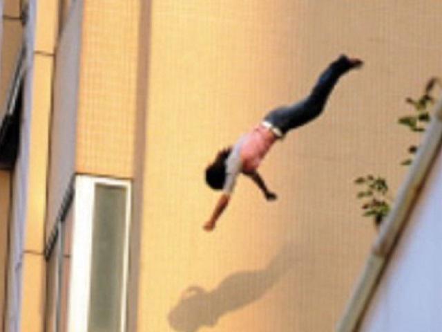 Một nữ sinh viên nhảy từ tầng 8 ký túc xá tự tử giữa đêm khuya