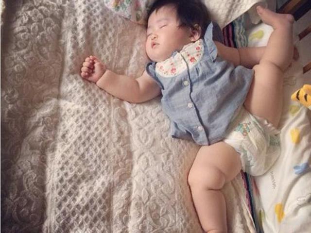 20 tư thế ngủ bất hủ của lũ trẻ đến bố mẹ cũng phải chào thua