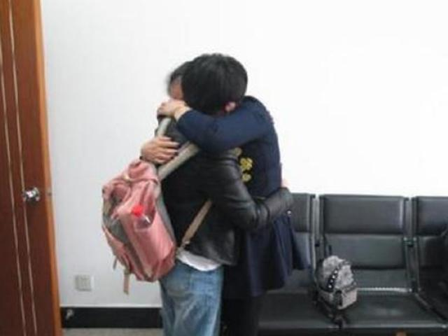 Chị em sinh đôi gặp lại nhau sau 36 năm thất lạc trong hoàn cảnh không ai ngờ tới