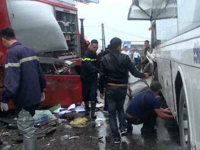 Vụ xe cứu hỏa chạy ngược chiều đâm xe khách trên cao tốc: 1 cảnh sát đã tử vong