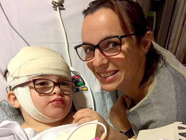 Mẹ đưa con đi khám mắt định kỳ, không ngờ chỉ 2 tiếng sau con phải phẫu thuật khẩn cấp