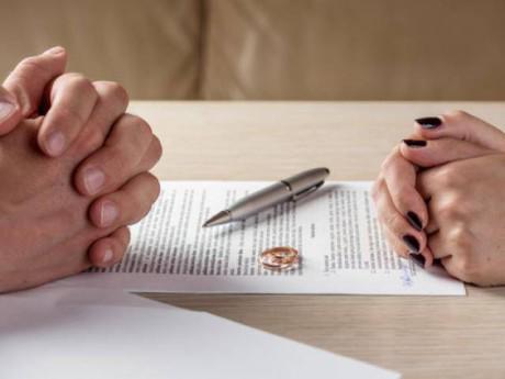 Bị vợ đến nơi làm việc quậy mới biết… chưa ly hôn