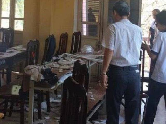 Hà Nội: Sập mảng vữa trần lớp học, 3 học sinh lớp 12 nhập viện cấp cứu