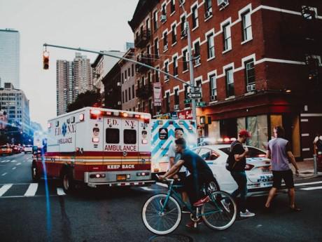 Phản ứng của tài xế các nước khi gặp xe cứu hỏa