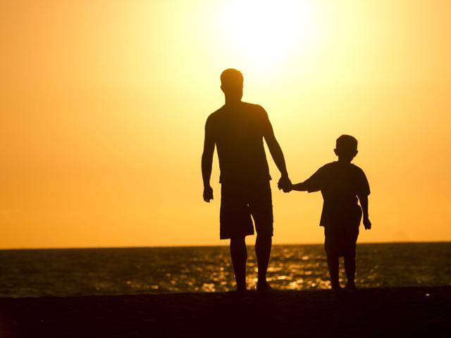 Bức thư của cậu bé 6 tuổi gửi người bố đã qua đời: Con lớn rồi, bố yên tâm nhé