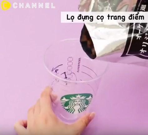 Tưởng chỉ uống rồi bỏ đi, hóa ra cốc nhựa đựng cafe còn làm được nhiều thứ đồ đến vậy - 9