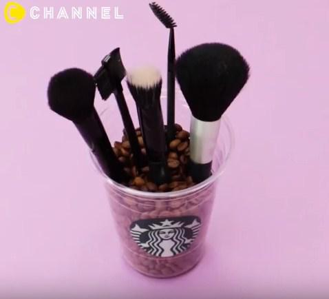Tưởng chỉ uống rồi bỏ đi, hóa ra cốc nhựa đựng cafe còn làm được nhiều thứ đồ đến vậy - 10