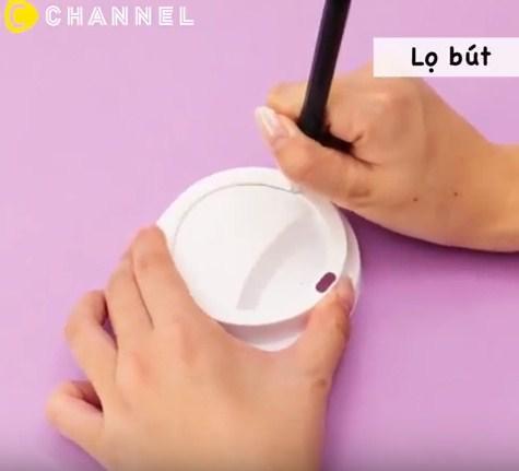 Tưởng chỉ uống rồi bỏ đi, hóa ra cốc nhựa đựng cafe còn làm được nhiều thứ đồ đến vậy - 5