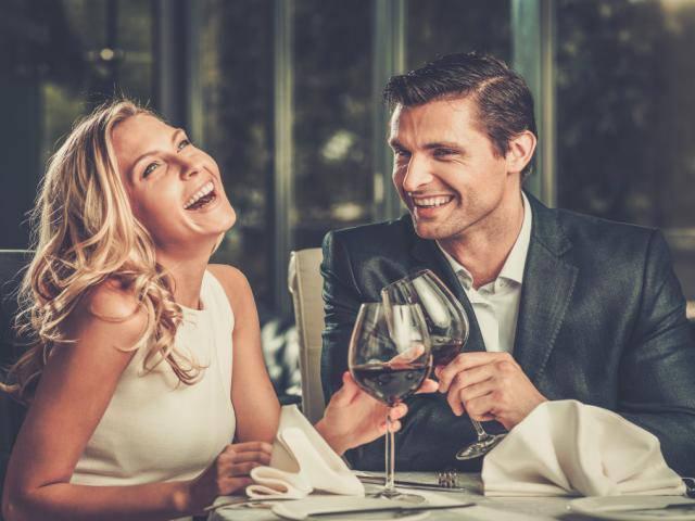 Đàn ông ưa phụ nữ đẹp, thích phụ nữ thông minh nhưng bị giữ chặt bởi phụ nữ biết điều
