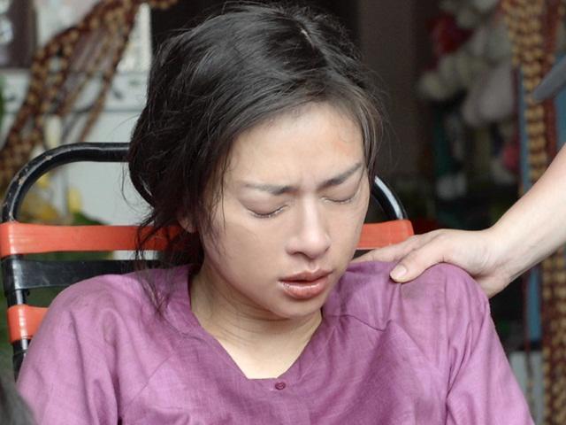 Ngô Thanh Vân chết lặng đau đớn vì bị nứt xương đầu gối khi quay phim giải nghệ