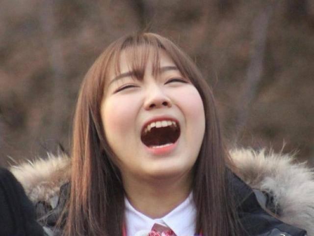 Hay cười, cô gái bị bạn trai mắng cười như đười ươi