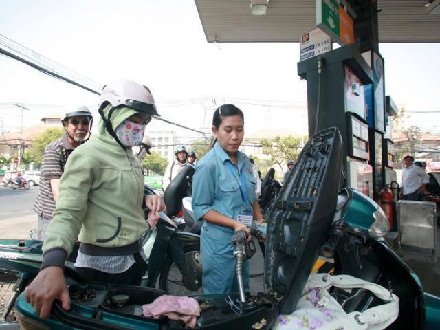 Giá xăng dầu được điều chỉnh như thế nào từ 15h chiều nay?