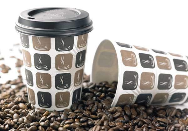 Tưởng chỉ uống rồi bỏ đi, hóa ra cốc nhựa đựng cafe còn làm được nhiều thứ đồ đến vậy - 1