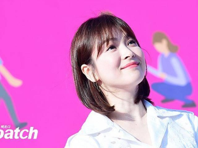 Gái có chồng Song Hye Kyo trở lại khoe mặt tròn xoe, chân thẳng tắp