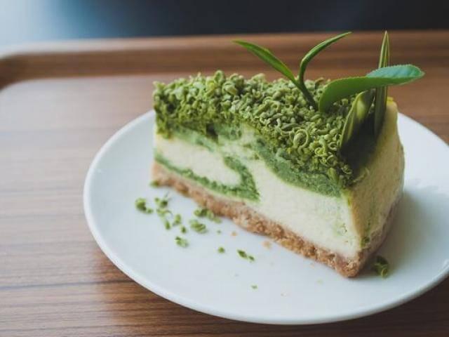 Bánh cheesecake trà xanh 4 lớp chẳng cần lò nướng, mẹ nào cũng làm được