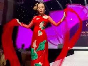 Angela Phương Trinh diện áo dài 100 triệu bung lụa làm Vedette trong BST hoa Sen