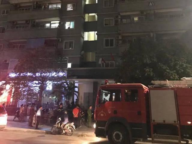 Hà Nội: Cháy chung cư trong đêm, người dân hốt hoảng chạy tán loạn