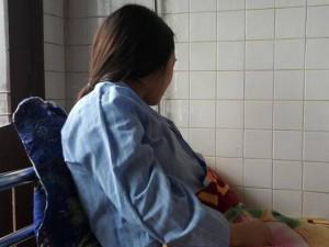 Tin tức 24h: Cô giáo mang bầu kể lại phút phải quỳ xin lỗi phụ huynh để bảo vệ thai