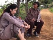Giải trí - Clip: Nam Em lên núi, gượng cười ngồi nghe người đàn bà đặc biệt tâm sự chuyện tình yêu