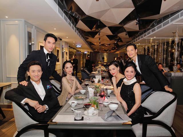 Hoa hậu Hương Giang quay về nước ngày đầu tiên, hội ngộ cùng Hồ Ngọc Hà và Trấn Thành