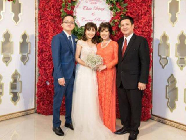 Artist Chi Trung and his wife are happy on their son's wedding day