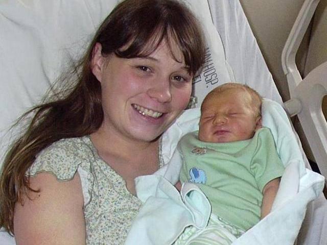 Sau khi sinh mổ, bà mẹ đau lưng dữ dội suốt 15 năm và phát hiện sự thật đáng sợ