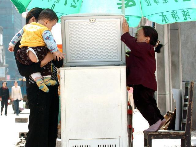 Rơi lệ chuyện người mẹ tật nguyền cao 90cm một mình nuôi con trai khôn lớn