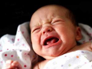 Trẻ 2 tháng tuổi bị ho và nghẹt mũi nên điều trị tại nhà như thế nào?