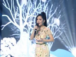 """""""Cô Bống"""" Hồng Nhung kể chuyện lần đầu hát cho nhạc sĩ Trịnh Công Sơn nghe"""