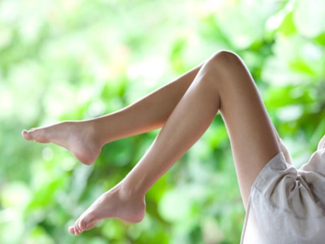 4 cách trị sẹo thâm ở chân nhanh nhất giúp nàng tự tin mặc váy xuống phố!