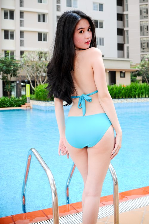 "ngoc trinh lai ""gay thuong nho"" voi bikini - 5"