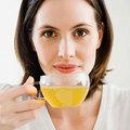 Sức khỏe - 3 lý do để phụ nữ văn phòng nên uống trà