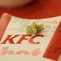 Mua sắm - Giá cả - Phát hiện sâu trong đồ ăn KFC tại Hà Nội