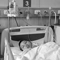 Tin tức - Bé 13 tuổi bị bố đánh đập rồi ném xuống hố phân