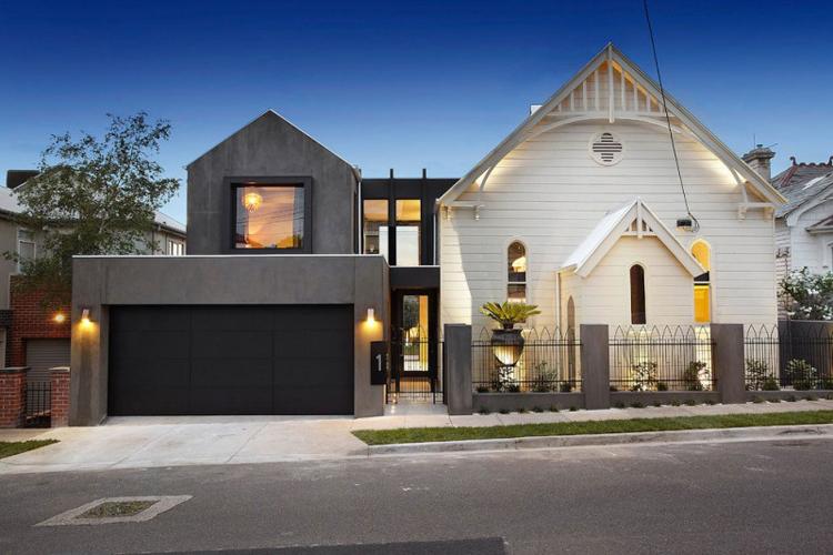 Ít ai ngờ được ngôi biệt thự đẹp long lanh ở thành phố Melbourne, nước Úc này đã từng là một nhà thờ nhỏ, được cải tạo lại.
