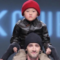Thời trang - Nhóc tì NTK Kelly Bui 'chất lừ' trên catwalk