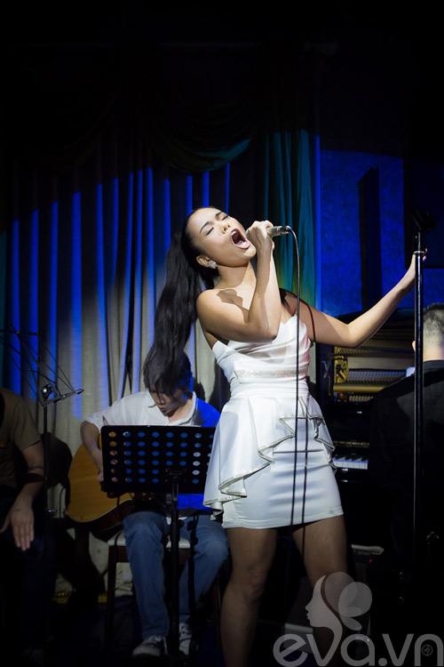 phuong vy thang hoa cung acoustic - 1