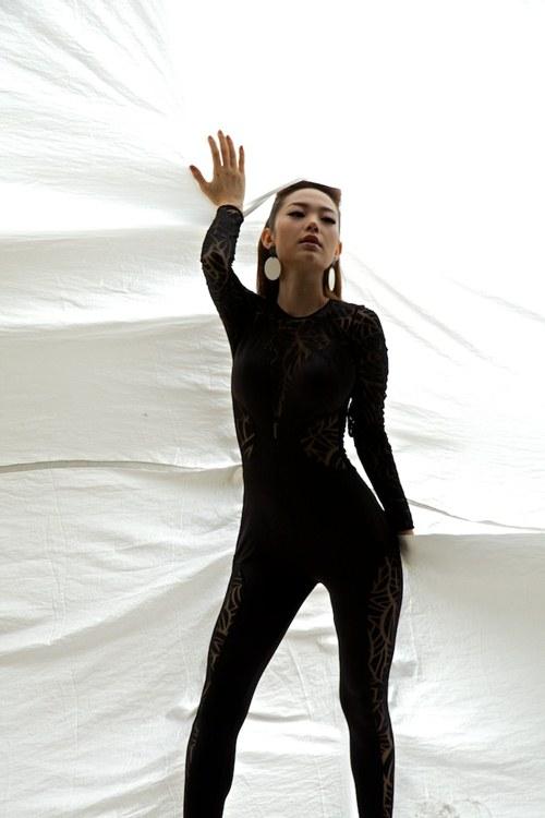 minh hang quyen ru voi san pham moi - 10