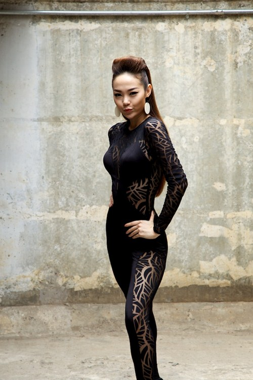 minh hang quyen ru voi san pham moi - 8