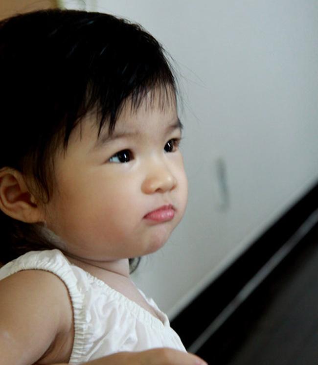 Càng lớn cô con gái diệu nhà Trương Ngọc Ánh - Trần Bảo Sơn càng được báo chí và người hâm mộ quan tâm vì vẻ đáng yêu, lém lỉnh và ngộ nghĩnh của mình.