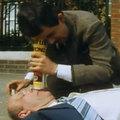 Mr. Bean trổ tài làm bác sĩ