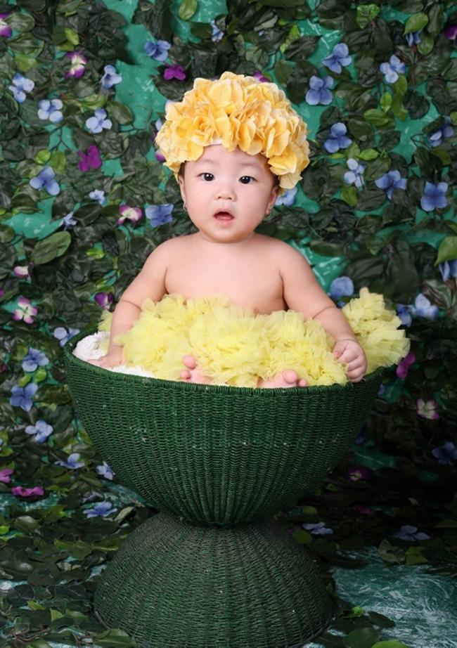 Cô bé Lê Khánh Linh có cái nickname ở nhà rất ngộ nhé, đó là bé 'Yêu tinh'.