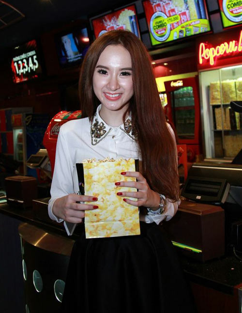 angela phuong trinh di xem phim cung trai dep - 1