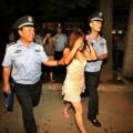 """Tin tức - Trung Quốc: Cảnh sát ép gái mại dâm """"quan hệ"""""""