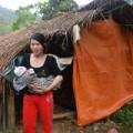 Tin tức - Hủ tục trẻ sơ sinh theo mẹ sống bìa rừng