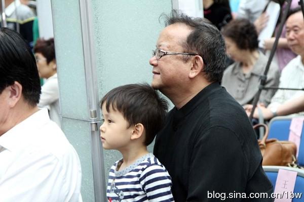 """con trai """"hoa dai nhan"""" cang lon cang dang yeu - 1"""
