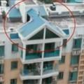 Tin tức - Clip: Thót tim trẻ chơi cầu trượt trên nóc nhà 7 tầng