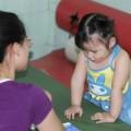"""Làm mẹ - """"Thần đồng"""" 2 tuổi đọc báo vanh vách"""