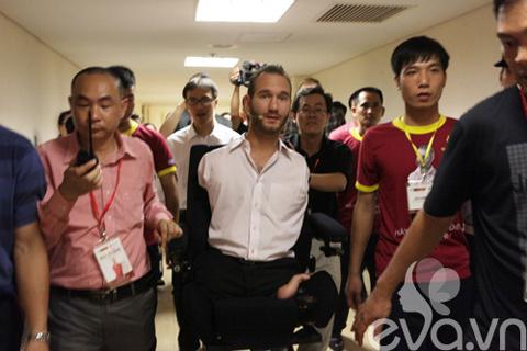 be linh chi may man duoc gap nick vujicic - 3